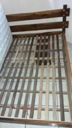 Cama e colchão usados
