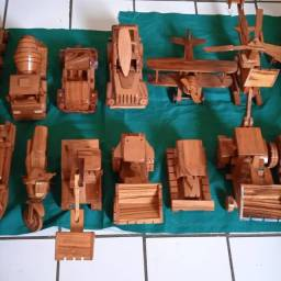 Réplicas esculpidas na madeira