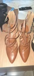 1 Sandalia e 2 escarpim n°39