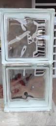 Vendo 31 tijolinhos de vidro