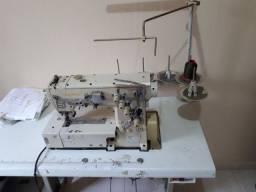 Maquina de costura, cobertura R$ 990,00