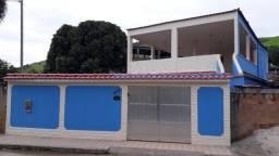 Linda casa em Queimados-RJ com piscina, terraço, churrasqueira, 3 quartos e 3 banheiros.