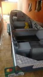 Barco de seis metros semi novo com reboque - 2015