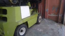 Empilhadeira clark 2.500kg