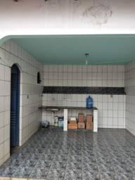 Quarto composto por área de serviço e banheiro  ótima localização