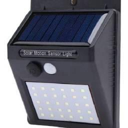 Luminária LED Solar por Sensor de Movimento