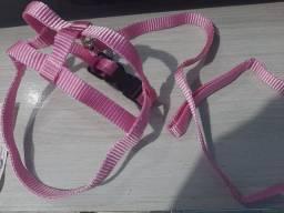 Coleira com peitoral rosa, porte P, nova, nunca usada.