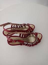 Sandalia vermelha salto 10 com estras na laterau lindae confortavel no pe