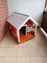 Casinha de cachorro madeira envernizada telhado pvc