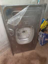 Pia aço inox e janela de alumínio