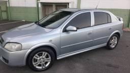Vendo ou troco Astra hatch 2011 Completo