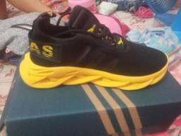 Vendo esses lindos sapatos leia a (descrição)