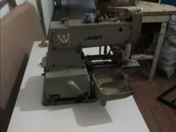 Máquina de costura botoneira