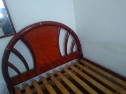 Cama de casal de madeira com colchão