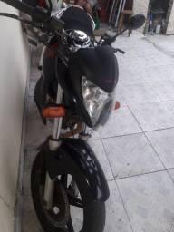 Moto cb3002011