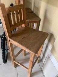 Mesa, 6 cadeiras e 6 tamburetes