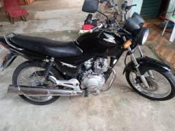 Vendo essa moto titan 150 ano 2006