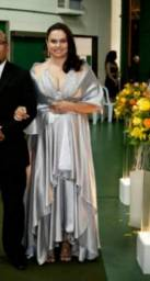 Lindo vestido prata