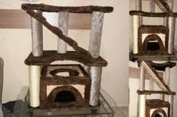 Arranhador de Gato com Casinha e Escada