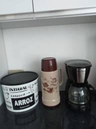Garrafa de café,cafeteira e porta mantimento da tupperware 5kl