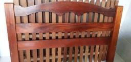 Cama madeira maciça e 2 criados mudos