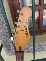 Guitarra Yamaha rara.