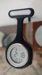 Vendo relógio de bolso para profissionais da saúde.