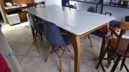 Mesa de 1,60 de MDF com vidro (sem cadeiras)