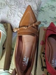 4 sapatilhas e um sapato