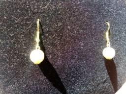 Aavajóias-Brincos de pérolas com fio liso banhados com ouro 24k