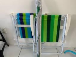 Cadeira de praia e guarda sol.