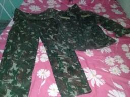 Roupa camuflada militar