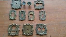 Espelhos coloniais em metal para tomadas