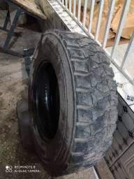 Vendo pneu 275/80/22