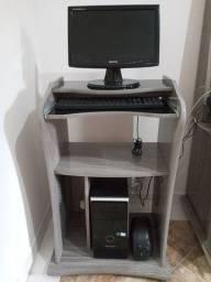 Mesinha, tela, teclado, cpu e regulador e voltagem.