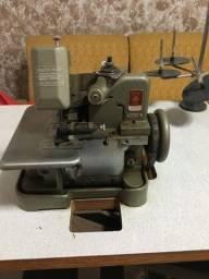 Máquina de costura Overloque Shuang Gong Semi Industrial com mesa