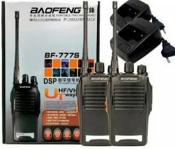 2 Rádio Comunicador Walk Talk Baofeng Bf-777s + Fone De Ouvido