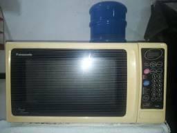 Forno de Microondas Panasonic Family Browner 40 Litros.