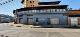 Casa ampla com 4/4 - duas lojas comerciais - garagem - CEF