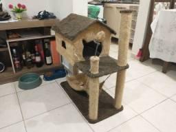 Arranhador  de gato com casa e rede
