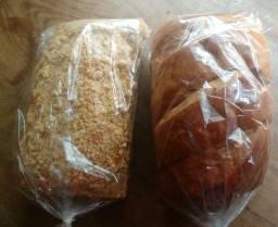 Pão ? caseiro e pão ? cuca .