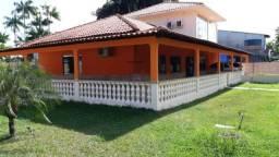 Casa barata - varandada c/ 5 Dorm, em Cond. Fechado - Próx. Hospital João Lúcio