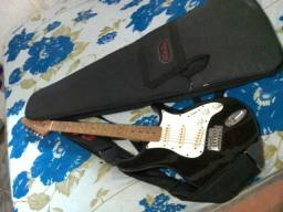 Vendo guitarra 250 reais