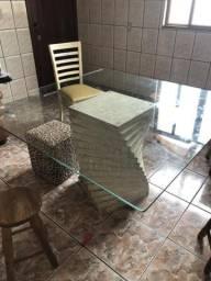 Mesa quadrada com pé de mármore Carrara