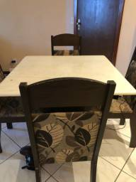 Vendo mesa quatro cadeiras