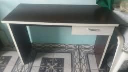 Escrivania, mesa para estudos