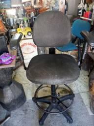 Cadeira caixa giratória usada .leia a baixo