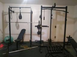 Academia musculação - halteres, anilhas, Power hack, squat hack, barras