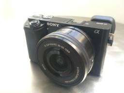Sony a6000 + lente kit 16-50 + 02 baterias + carregador duplo