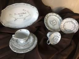 Louça de porcelana de bodas de prata